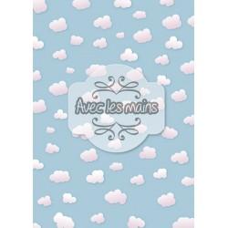petits nuages roses sur fond bleu