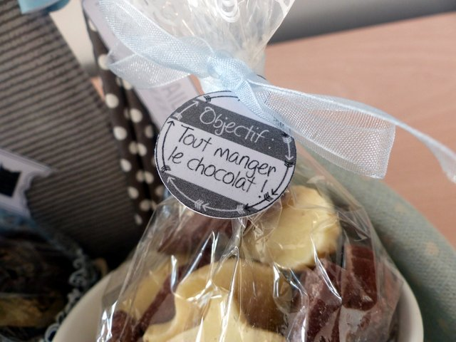 Exemple - Etiquette « objectif : tout manger le chocolat » - imprimable à découper