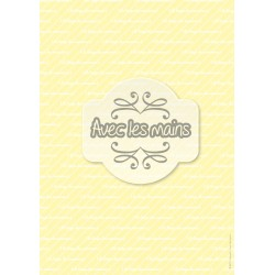 texte blanc sur fond jaune clair rayé